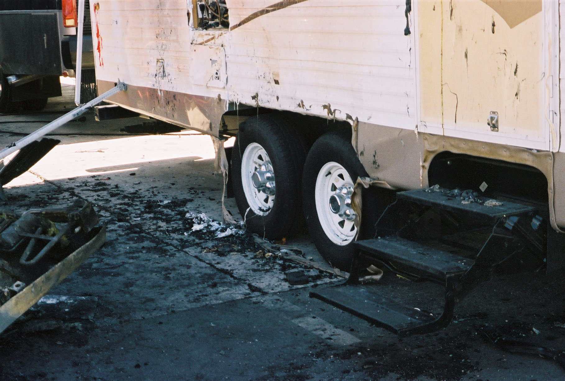 5th Wheel Trailer Destroyed In Fire